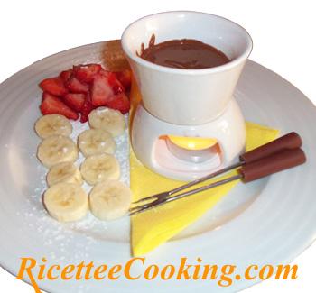Fonduta di cioccolato con frutta fresca