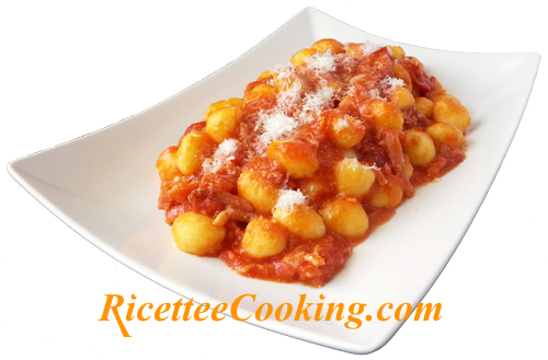 Gnocchi di patate all'amatriciana