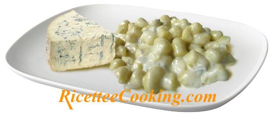 Gnocchi con crema al gorgonzola