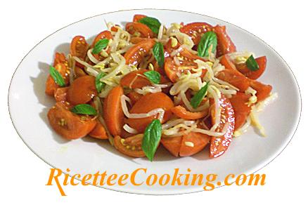 Insalata di pomodori e germogli di soia