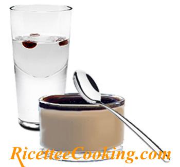 Panna cotta al caffè con cioccolato e Sambuca