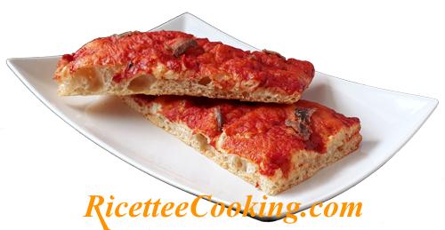 Pizza al pomodoro con origano e alici