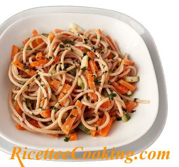 Spaghetti aglio e olio con verdure