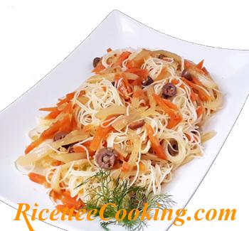 Spaghetti di riso saltati con finocchi e carote