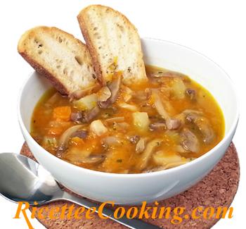Zuppa di funghi, zucca e fagioli